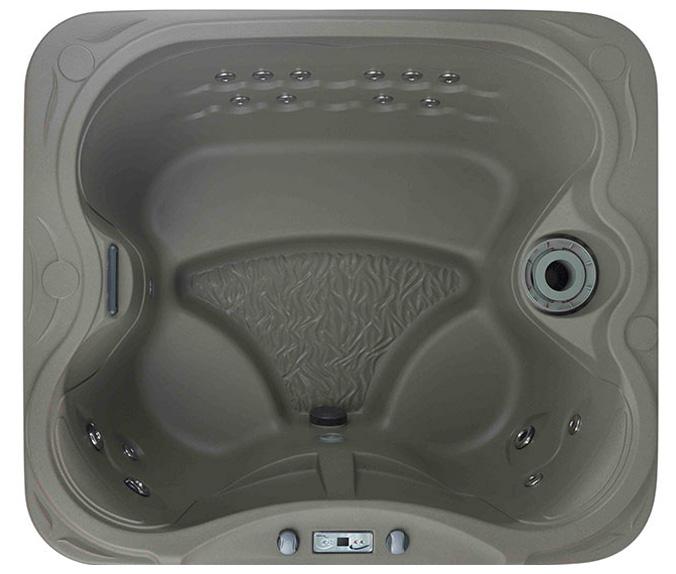Cascina Taupe Hot Tub